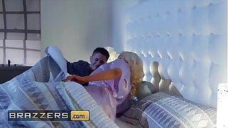 Blonde housewife (Nicolette Shea) cheats on her husband - Brazzers